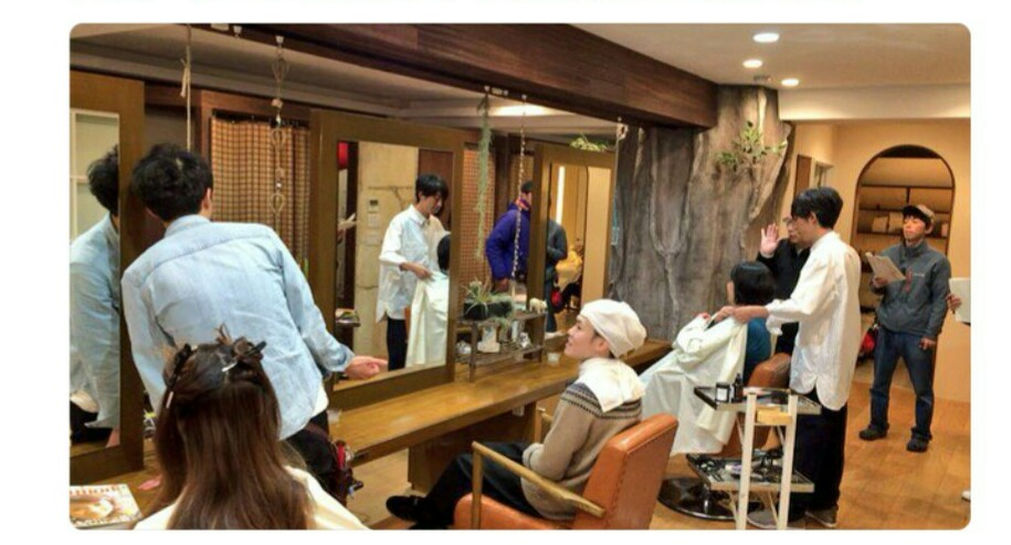 火曜日夜10時からTBSで放映のドラマ「カルテット」撮影風景。弊社設計デザインの美容室さまが、撮影舞台になりました。